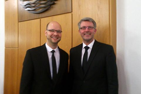 Priester Meyer (li) und Priester Reents (re)